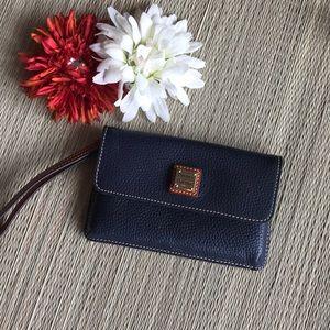 Dooney & Bourke mid blue Millie Wristlet Wallet 💙